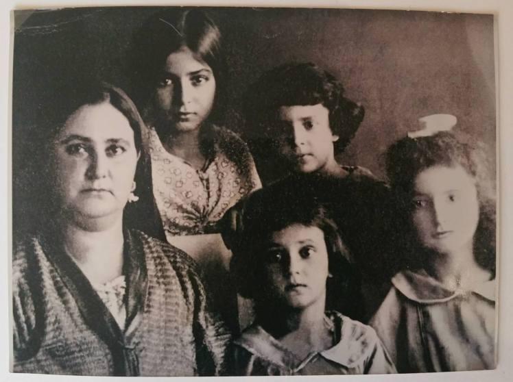 Zara Sloush et ses filles à Bastia